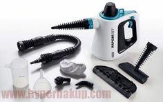 Parný čistič Ariete VAPORI JET 4137 je ručné multifunkčné čistiace zariadenie s nástavcami pre čistenie rôznych povrchov a materiálov nie len v domácnosti. Variabilný na miesto a údržbu nenáročný parný čístič zaslúžene nájde svoje miesto vo Vašej domácnosti , kancelárii alebo podnikateľskej prevádzke.Priekopník parného čisteniaSpoločnosť Ariete ako prvá uviedla na trh v roku 1997 parný čistič a svoj vynález podporila tromi patentami. Preto sa môže právom považovať za priekopníka parného… Home Appliances, Stop It, House Appliances, Appliances