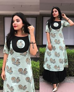 Such a simple Yet mesmerizing design. Hand painted Cotton double layered kurti with beautiful patch placement. Churidar Designs, Kurta Neck Design, Neck Designs For Suits, Sleeves Designs For Dresses, Kurta Designs Women, Blouse Neck Designs, Salwar Suit Neck Designs, Chudithar Neck Designs, Simple Kurti Designs