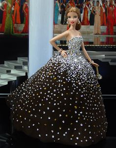 Pretty dress! - ooak Barbie  I'm going to try making this for one of my lucky FR dolls!