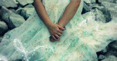 Enfin connaître son « happy ending Happy Endings, Backgrounds, Romantic Wedding Dresses, Hair