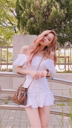 The Best New Most Famous And Popular Beautiful Blackpink Rose Wallpaper Collection By WaoFam. Blackpink Outfits, First Date Outfits, Foto Rose, Off Shoulder Outfits, Black Pink Kpop, Black Pink Rose, Rose Icon, Blackpink Photos, Rose Park