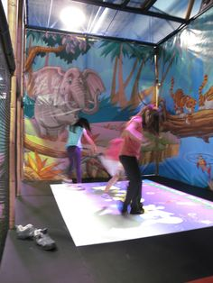 Eyeclick - interactive attraction for all ages. Fun for children and the whole family.