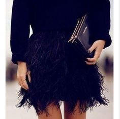 Shop The Look Feather skirt Passion For Fashion, Love Fashion, Fashion Beauty, Fashion Trends, Young Fashion, Outfit Elegantes, Feather Skirt, Mode Chic, Glamour