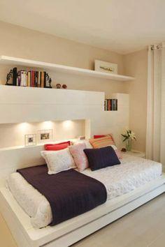 luz na cabeceira.... e cabedeira lateral... AMEI !!!! os quartos pequenos agradecem as novas estratégias !!