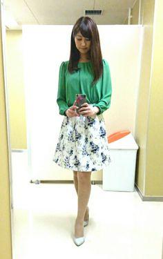 衣装|酒井千佳オフィシャルブログ「ゆるり日和」Powered by Ameba Fashion Tv, Office Fashion, Womens Fashion, Asian Beauty, Midi Skirt, Legs, Floral, Skirts, Outfits