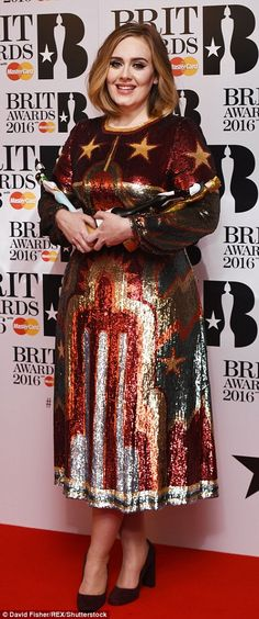 Adele in Valentino dress - 2016 BRIT Awards. (24 February 2016)