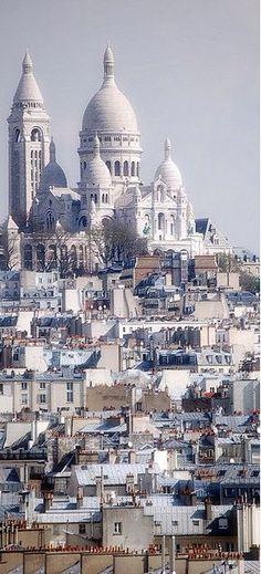 Sacre Coeur, Paris Love this area of Paris. Want time to wander around.#carlabikini