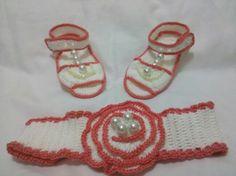 Zapatilla y venda tejida a crochet
