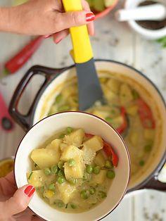 Curry z ziemniaków z groszkiem - pyszne i błyskawiczne: Bo przecież nie zawsze na obiad musi być mięso :) To curry jest szybkie i łatwe...