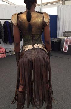 That leather skirt is pretty rad Wonder Woman Movie, Wonder Woman Cosplay, Motif Corset, Amazon Warrior Costume, Amazons Women Warriors, Amazonian Warrior, Female Armor, Costumes For Women, Costume Design