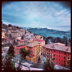 Lesser known town in Umbria Dream Vacations, Vacation Spots, Oh The Places You'll Go, Places To Visit, Perugia Italy, Romantic Italy, Travel And Tourism, Italy Travel, Concerts