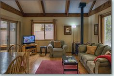 This charming vacation getaway is tastefully decorated and located near both Sunriver Village, SHARC and Ft. Rock Park with easy access to bike paths.