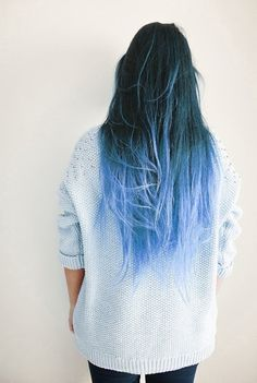 Dye your hair simple & easy to ombre blue hair color - temporarily use ombre blue hair dye to achieve brilliant results! DIY your hair blue ombre with hair chalk Curls Haircut, Color Fantasia, Coloured Hair, Dye My Hair, Dyed Hair Ends, Tip Dyed Hair, Ombre Hair Dye, Ombre Hair Rainbow, Light Blue Ombre Hair