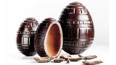 L'oeuf feuilleté - La manufacture de chocolat d'Alain Ducasse : superposition de chocolat et de praliné. 30 et 60 € (selon le poids)