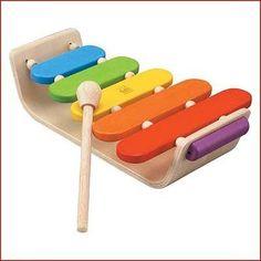 Houten Xylofoon van Plantoys voor de eerste muzikale uitingen. Door de elastische verbindingen krijgen toon en geluid een kans. Leeftijd: 1 1/2 + Merk: Plan Toy