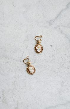 Vintage carved pink cameo earrings with screwback settings. Vintage earrings are stamped on each back. Romantic Paris, Romantic Woman, Vintage Inspired Outfits, Vintage Outfits, Vintage Clothing, Vintage Earrings, Gold Earrings, Vintage Accessories, 1950s