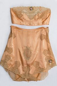 Vintage lingerie for the vintage bride? We say yes to this 1920s Boué Soeurs satin set.