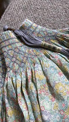 Smocking Plates, Smocking Patterns, Folk Embroidery, Embroidery Fashion, Kids Clothes Patterns, Clothing Patterns, Little Girl Outfits, Kids Outfits, Textile Manipulation