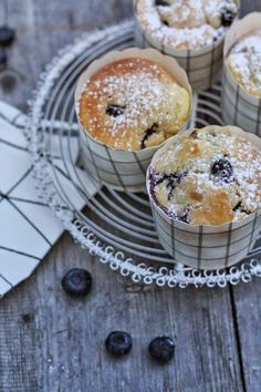 HerzStück: Blaubeer-Muffins, blueberry muffins Cake Shop, Vegetarian Cooking, Cake Cookies, Cupcakes, Cakes And More, Creative Food, No Bake Desserts, Coffee Cake, Cupcake Recipes