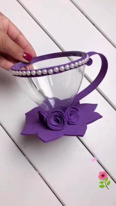 Xícara feita com garrafa pet e EVA, pode ser usanda como lembrancinha de festa com doce dentro! Diy Crafts Hacks, Diy Crafts For Gifts, Foam Crafts, Diy Home Crafts, Reuse Plastic Bottles, Plastic Bottle Crafts, Diy Bottle, Paper Flowers Craft, Paper Crafts Origami
