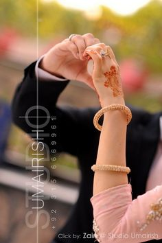 Modern Mehandi Designs For Girls Wedding Couple Photos, Couple Pictures, Wedding Couples, Couple Posing, Couple Shoot, Wedding Photography Poses, Couple Photography, Wedding Photoshoot, Wedding Shoot