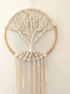 Hand made with Australian natural cotton - Rentier basteln Macrame Wall Hanging Patterns, Macrame Plant Hangers, Macrame Patterns, Macrame Cord, Macrame Knots, Macrame Projects, Macrame Tutorial, Tree Of Life, Creations