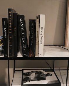 Cream Aesthetic, Classy Aesthetic, Book Aesthetic, Aesthetic Pictures, Aesthetic Black, Estilo Dandy, Foto Glamour, Mode Sombre, Manolo Blahnik