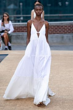 Jonathan Simkhai Spring 2020 Ready-to-Wear Fashion Show Collection: See the complete Jonathan Simkhai Spring 2020 Ready-to-Wear collection. Look 17 Fashion Mode, Fashion 2020, Look Fashion, Runway Fashion, Fashion Beauty, Fashion Design, Vogue Fashion, Spring Fashion, Vogue Paris