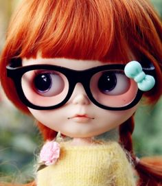 Blythe◉◡◉ with Hello Kitty-esque Hipster Glasses