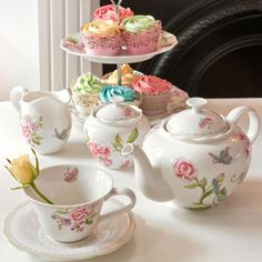 Sanderson and Portmeirion are a perfect partner for afternoon tea Portmeirion Pottery, Afternoon Tea Parties, Brewing Tea, My Cup Of Tea, Chocolate Pots, Vintage China, Cakes And More, High Tea, Cup And Saucer