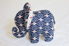 Small elephant fabric to do yourself . Sewing Toys, Baby Sewing, Sewing Crafts, Elephant Quilt, Elephant Fabric, Elephant Peluche, Small Elephant, Baby Couture, Stuffed Animal Patterns