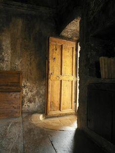 Quaint & Rustic in Italy (Wabi Sabi Style)