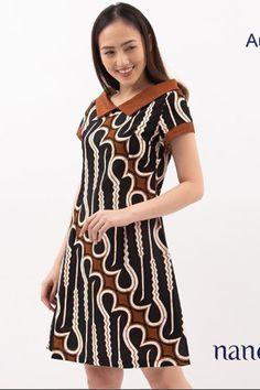 Batik Fashion, Women's Fashion, Brokat, Batik Dress, Kebaya, African Fashion, Tulle, Gowns, Casual