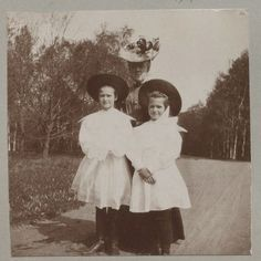 Grand Duchesses Tatiana and Maria Nikolaevna, circa 1907-08.