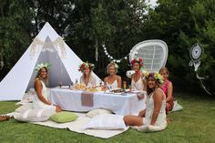 Are you thinking of ideas for your hens night? Cant stand penis straws and tacky hens night decorations? Looking for an intimate and fun way to spend the afternoon with your closest family and friends? Why not organise a boho picnic style bridal shower for your special day! Think cosy cushions, white beach tipi, crochet bunting, garland...