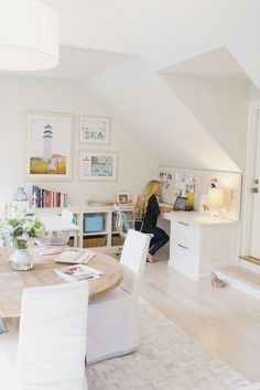 I like the plush pin board that is the length of the desk. I also like the setup for rooms with sloping ceilings.