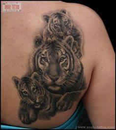 Tiger ; mom twist ~tattoo by Anabi Tattoo i'm not a tiger tattoo person, but this is well done.
