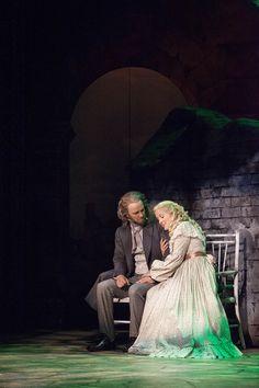 Les Misérables, Tampereen Teatteri: Tero Harjunniemi (Jean Valjean), Sarah Nedergård (Cosette). Photo: Harri Hinkka