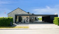 Modern Barn House, Modern House Design, Building Exterior, Building A New Home, Modern Carport, House Construction Plan, Narrow Lot House Plans, Carport Designs, Modern Exterior