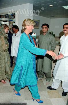 May 22, 1997: Diana, Princess of Wales at Shaukat Khanuru Memorial Cancer Hospital and Research Center In Lahore, Pakistan.