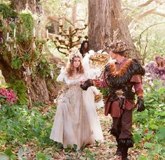 It's Friday, Violets! Time to relax, let your imagination roll into a world of sparkly wings, mossy magic, and faerie land beauty [...] it is one of my all-time favorites and I couldn't resist adding it to the Sweet Violet Bride collection of styled wedding shoots.