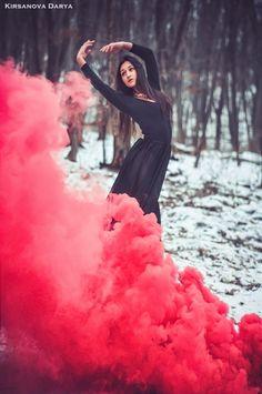 Smoke Bomb Photography, Dance Photography Poses, Tumblr Photography, Photography Women, Creative Photography, Portrait Poses, Female Portrait, Holi, Book 15 Anos
