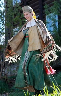 Russian national costume. Festive attire of a young girl from Perm Province, Russia. Late 19th century. Authentic specimen from a local museum. #Russian #folk #costume