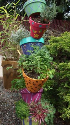 Considering painting my flip-flop flower pot to give in a more artistic look. Good inspiration.