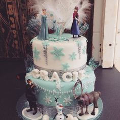 Frozen Elsa and Anna cake