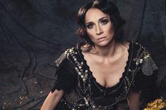 Na polskiej scenie muzycznej trwa niezmiennie już od ponad 25 lat. Z wykształcenia jest bohemistką. Zasiada też w Akademii Fonograficzne...