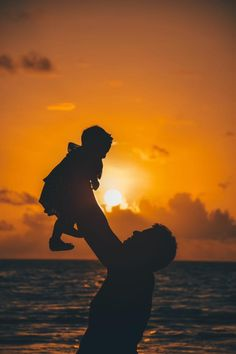 & The post Fathers Day Came Early & Best Gifts For Dad in 2020 appeared first on Music Arena Gh. Best Dad Gifts, Gifts For Dad, Golden Hour Photos, Edible Wedding Favors, Light Images, Parent Gifts, Father Of The Bride, Man Photo, Heavenly Father