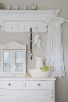 Love the white cottage look.