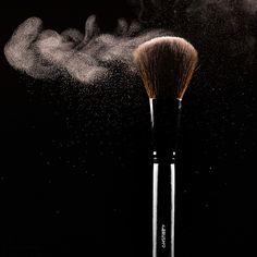 Dieser Make-up Pinselset gibt die richtige Menge Puder | Foundation an ihre Haut ab, um eine gleichmäßige und angenehme Haut zu erhalten, aber doch einen natürlichen Look zu haben.