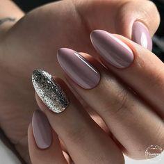 10 'Must-Try' Black and White Nails You Have to See! Cute Nail Polish, Nail Polish Colors, Striped Nails, White Nails, Glam Nails, My Nails, Shellac Manicure, Nails 2018, Neutral Nails